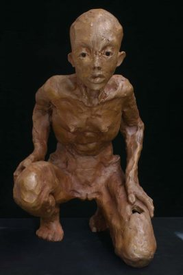 15.Femme acroupies.Bronze. 1-8 L33cmx H 46cm