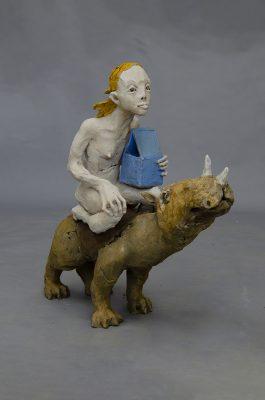 2la femme sur le rhino avec la maison 2