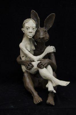 femme et le lapin
