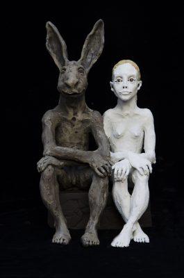 femme et le lapin assis58x30x27cm
